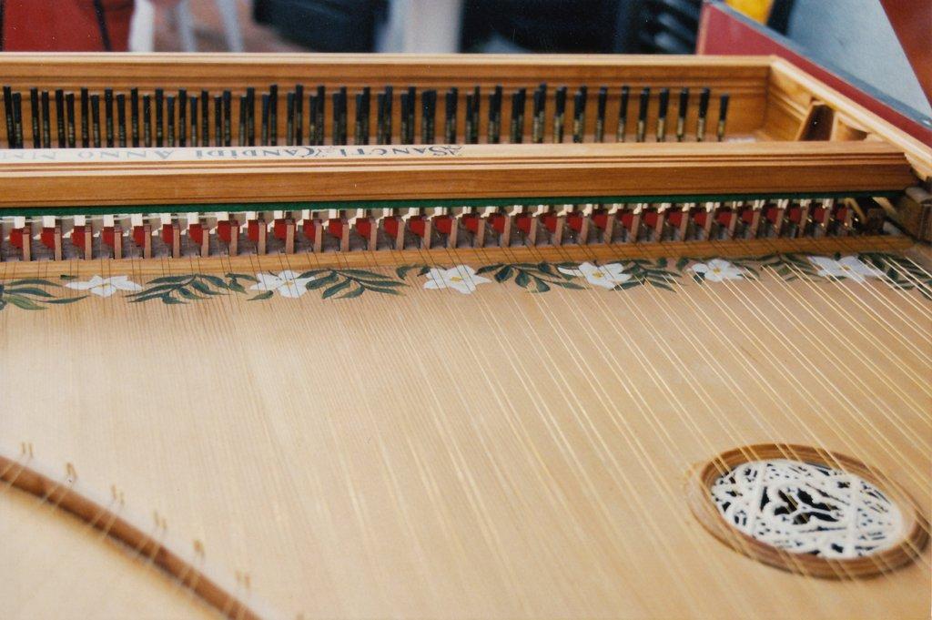 Fabrication d'instruments de musique anciens de bgire - Page 3 ErQHLb-2003-Clavecin-Perticis-127
