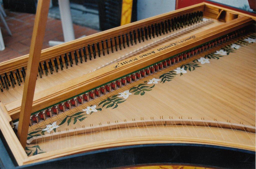 Fabrication d'instruments de musique anciens de bgire - Page 3 UrQHLb-2003-Clavecin-Perticis-129