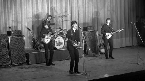 the-beatles-se-sont-produits-sur-la-scene-du-palais-d-hiver-le-22-juin-1965-photo-d-archives-progres-1562169073