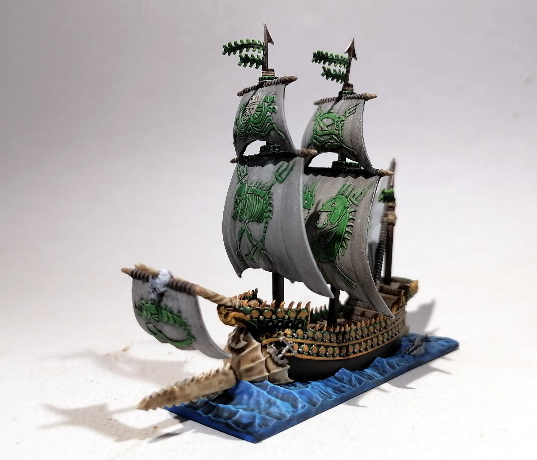 Dreadfleet : des navires dans le monde de Warhammer FkOvMb-Espadon04