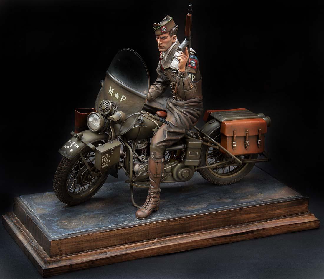 Paratrooper US sur Harley WLA 750 200 mm 1/9ème - Page 2 21100407301714703417600942