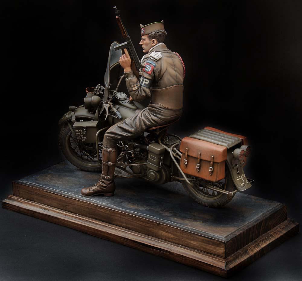 Paratrooper US sur Harley WLA 750 200 mm 1/9ème - Page 2 21100407301814703417600945